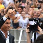 Cristiano Ronaldo faz exames para Juventus e encontra novos companheiros