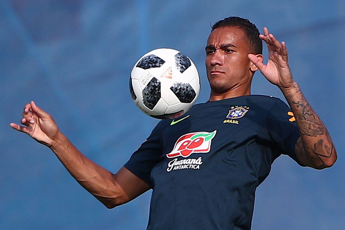 Lateral Danilo sofre nova contusão e não joga mais na Copa