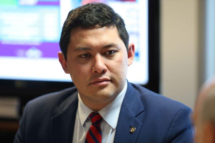 Ministro do trabalho é suspenso de cargo pelo STF