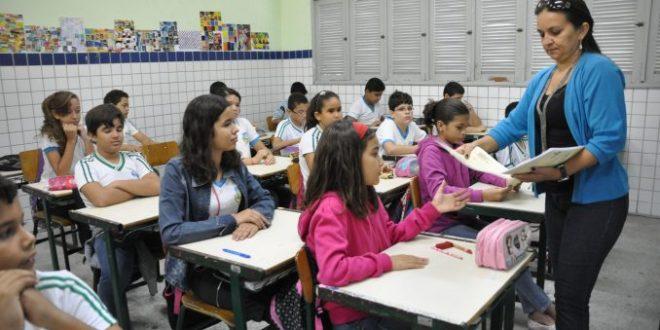 Prefeitura convoca 13 aprovados em seleção para professor substituto