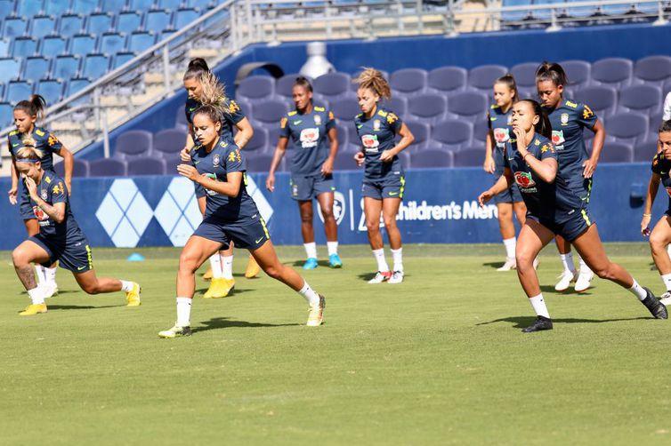 As atletas treinaram bolas paradas e movimentação tática. Foto: Fernanda Coimbra.