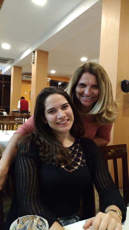 Hoje os vivas são para a odontóloga Norma Miriam Fernandes, no clique com a filha linda Bárbara Fernandes. Da coluna desejos de felicidades mil!