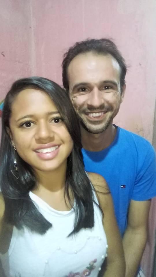 Quem amanhece de idade nova na próxima quinta-feira é o amigo Paulo Roberto e hoje nós antecipamos os vivas, na foto ao lado da amada Judávia Sousa. Saúde e paz!