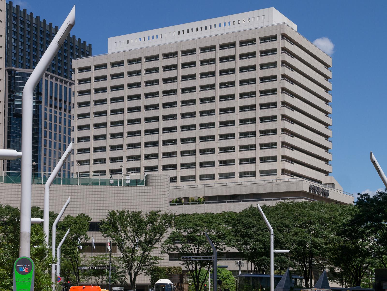 A Tokyo Medical University começou a manipular baixando os resultados obtidos por candidatas para estudar medicina em 2011, após observar o aumento das alunas no ano anterior.