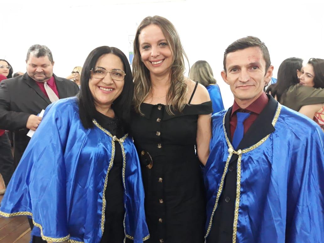 A escritora Deusinha Câmara, a Vereadora Soneth Ferreira e o professor e vice-presidente da Academia Apodiense de Letras, Caubi Torres.