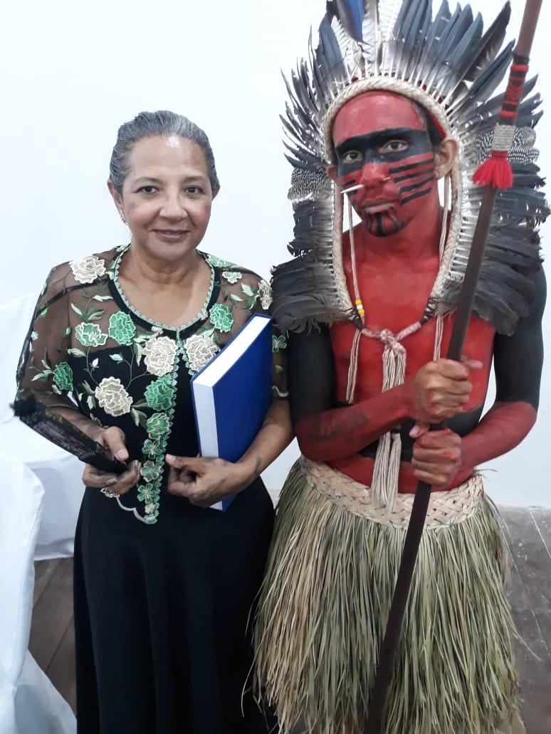 Lúcia Tapuia e seu representante Indígena, o índio Tapuia-Paiacu representando toda comunidade indígena apodiense.
