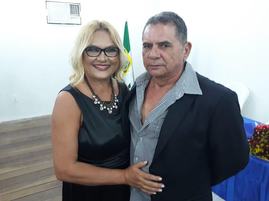A Presidente da Academia Apodiense de Letras, Vilmaci Viana, também idealizadora do projeto do Museu do Livro, ao lado do seu esposo Genival Santos.