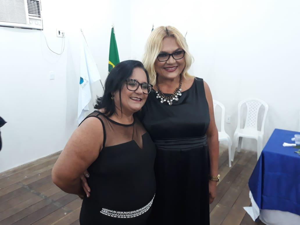 A confreira Mônica Freitas com a escritora Vilmaci Viana.