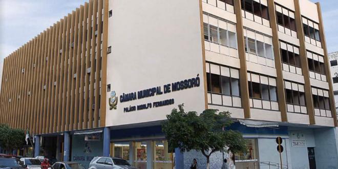Reforma adequará plenário da Câmara Municipal de Mossoró às normas de acessibilidade.