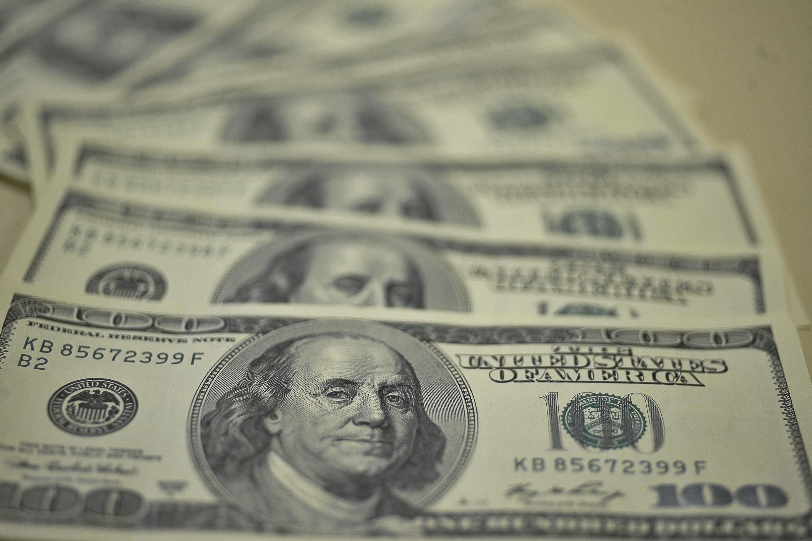 Dólar opera em alta, próximo de R$ 4,17