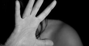 A divulgação de cena de estupro ou de imagens de sexo, sem que haja consentimento da pessoa atingida, também passa a ser tipificada.