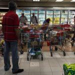 Venezuelanos estocam comida e gasolina antes de novas medidas do governo