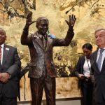 Sede da ONU ganha estátua de Nelson Mandela em tamanho real