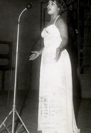 A Cantora Angela Maria