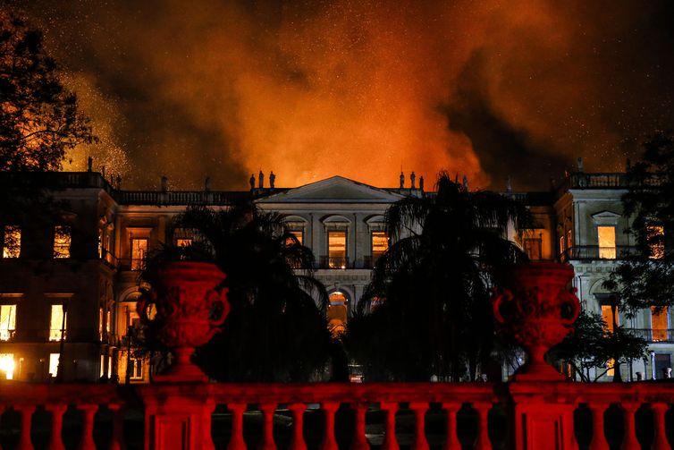 Incêndio destrói Museu Nacional do Rio de Janeiro