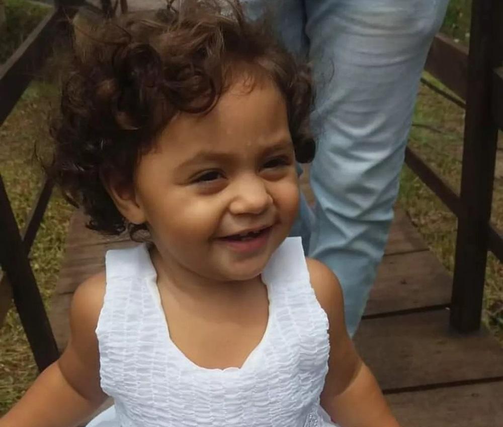 Menina de dois anos morre atingida por bala perdida em Natal