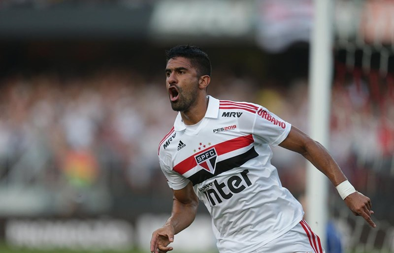 São Paulo tropeça em casa, mas mantém vantagem na liderança