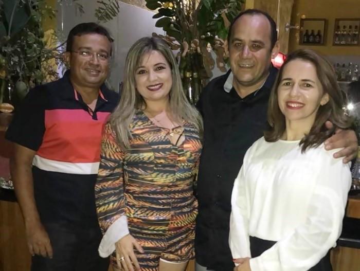 Cleber Maia e a esposa Joseílma Maia, da loja A Joia, também subiram a serra de Portalegre para parabenizar Jocélio.