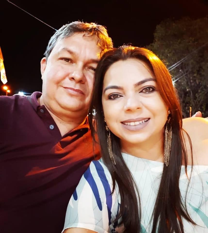 Amanhã é dia de vivas para a empresária top Silvanizia Meira da cidade de Janduís é claro que a gene deseja toda felicidade do mundo, no clique com o maridão Salviano. Vivas!