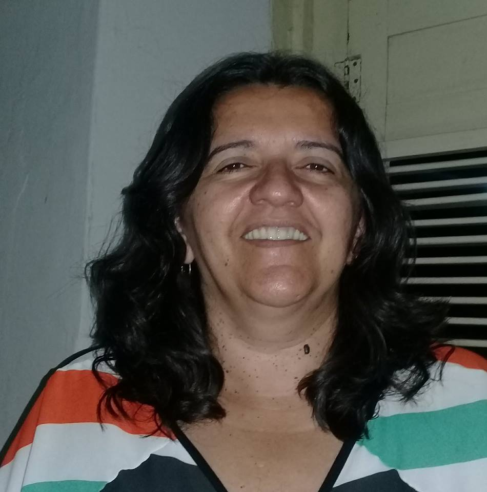 Domingo é dia parabenizar a querida Nilma Fernandes que amanhece de idade nova e é claro que desejamos tudo de bom!