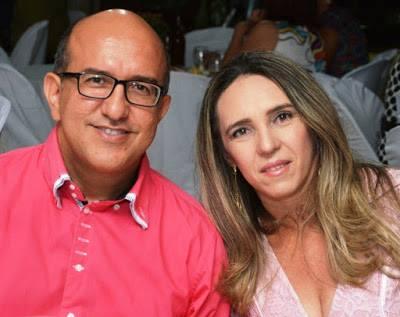 Hoje todos os vivas para Caramuru Paiva para quem desejamos tudo de bom, na foto com sua amada Joyce Azevedo. Vivas!