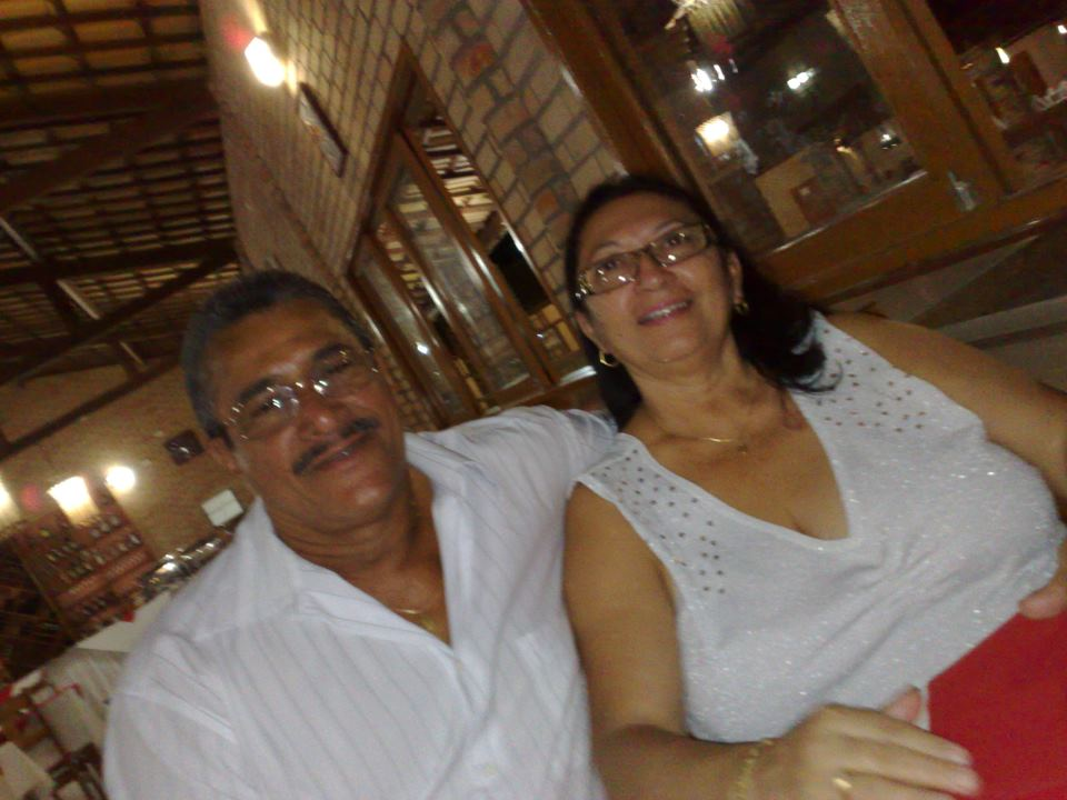 Nesta terça-feira, 16 de outubro, é dia de parabenizar o comandando Chagas Cunha, da cidade de Areia Branca. Aqui no clique com a esposa Marise Barreto.