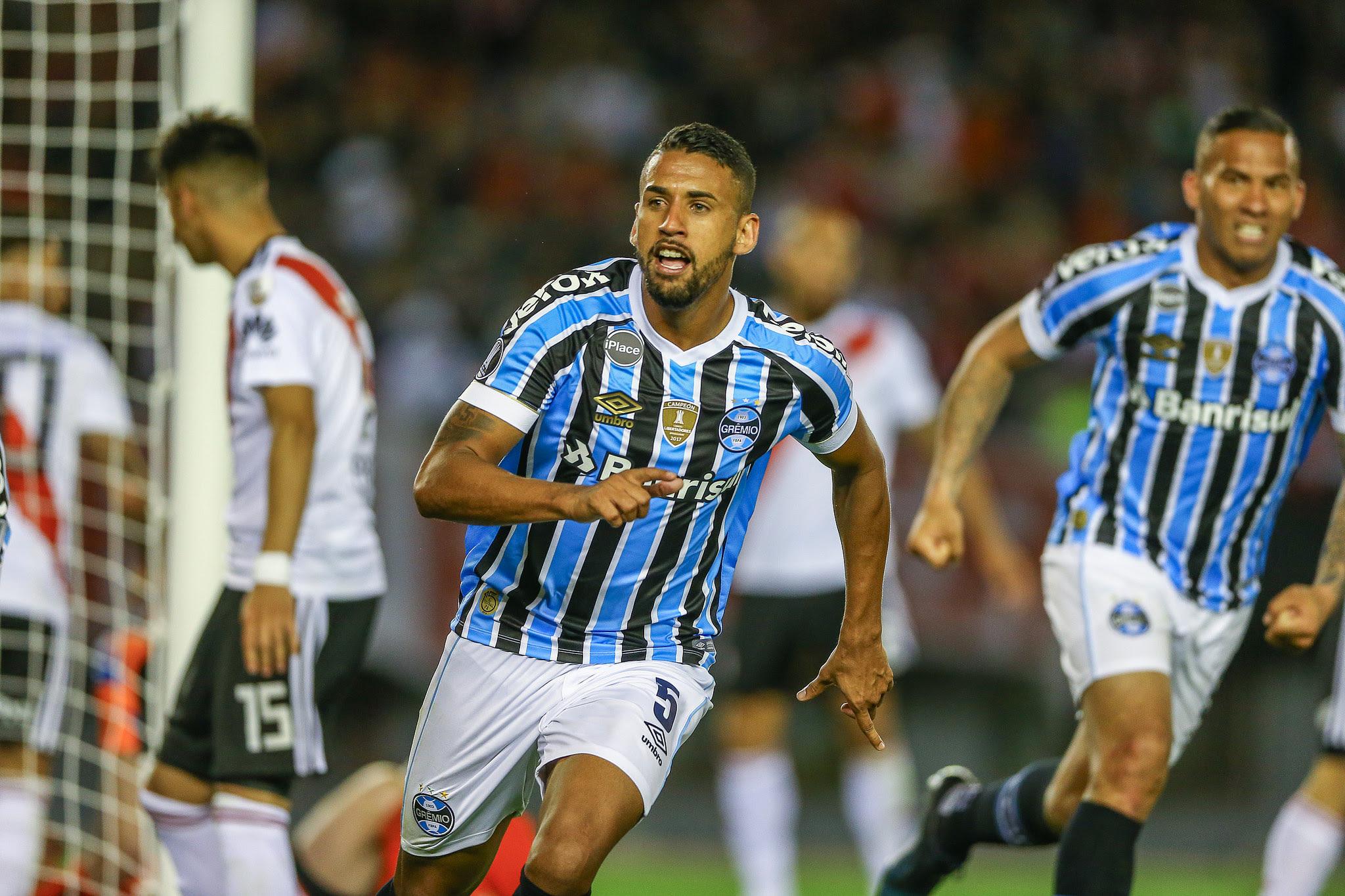 Grêmio vence River fora de casa pela semi da Libertadores