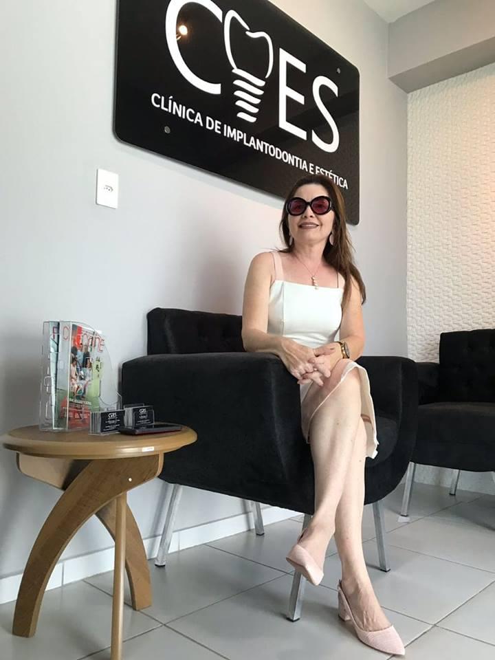 Alinhada Kassandra Gurgel toda plena na inauguração da Clinica do maridão Wladimir Fernandes Filho. Achei chique!