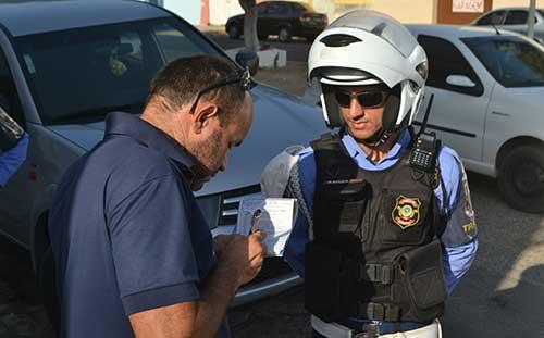 Mossoró adere a aplicativo que dá desconto em multas de trânsito
