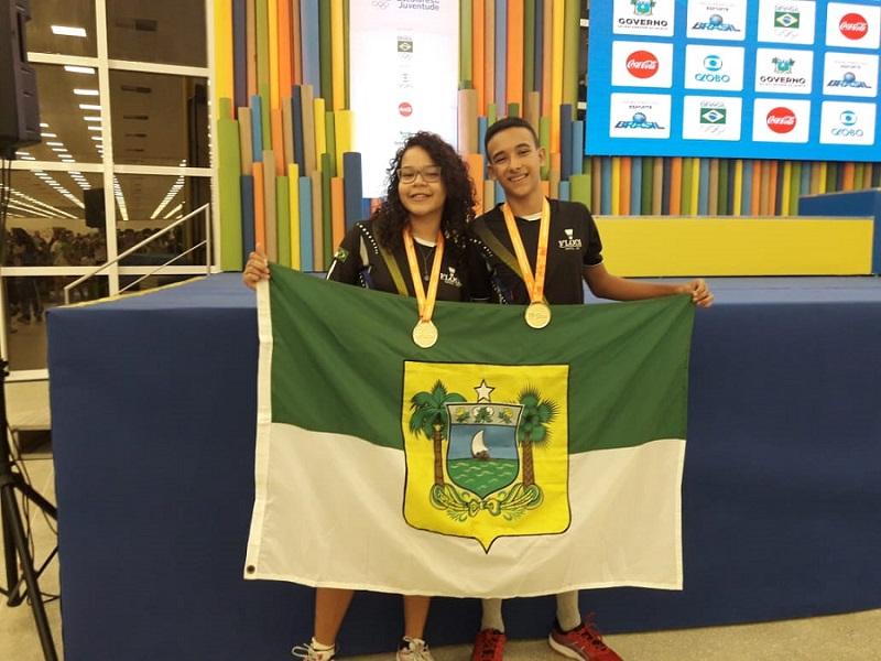 Ackson e Julia conquistam ouro no Badminton.
