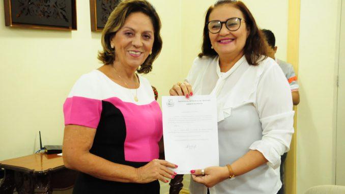 Rosalba empossa Maria da Saudade como secretária de Saúde