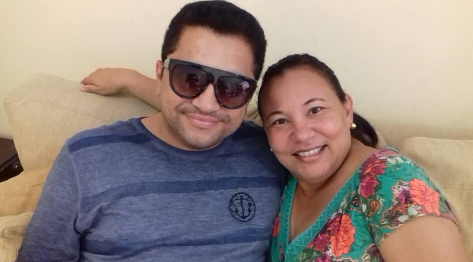 Aniversariante festejada de amanhã a querida amiga Tereza Albano, na foto com o primo alinhado Júnior Santos. Da coluna os votos de tudo de melhor sempre!