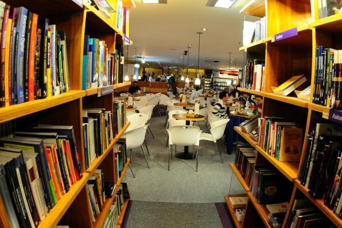 Seja por razões econômicas ou culturais, vender livros no Brasil nunca foi uma missão fácil.