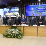 Com plenário lotado, homenageados recebem medalhas do Mérito Legislativo