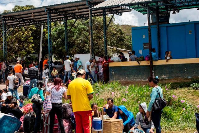 Neste ano, mais de 158 mil venezuelanos cruzaram a fronteira rumo a Pacaraima (RR)