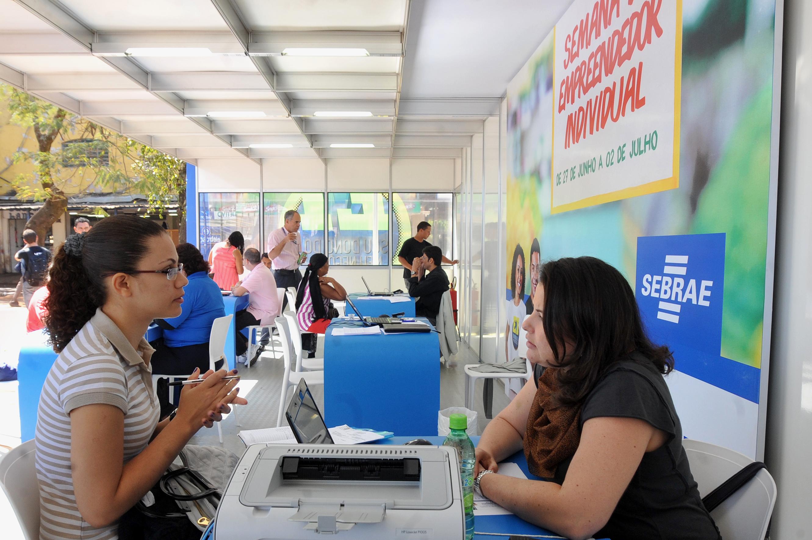 Somente 17% dos brasileiros acreditam que governo faz um bom trabalho para apoiar o empreendedorismo.