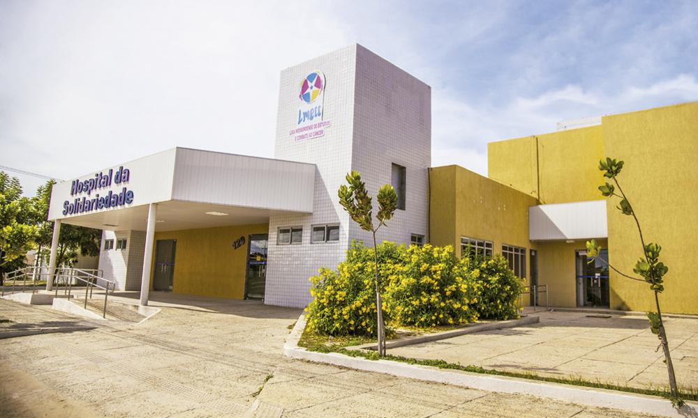 Rede Feminina de Combate ao Câncer entrega poltronas para a Liga Mossoroense