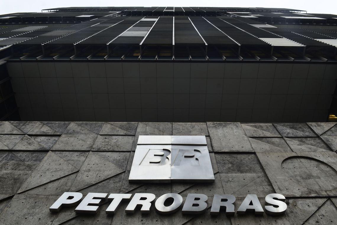 Petrobras demite funcionários com prisão decretada na Lava Jato