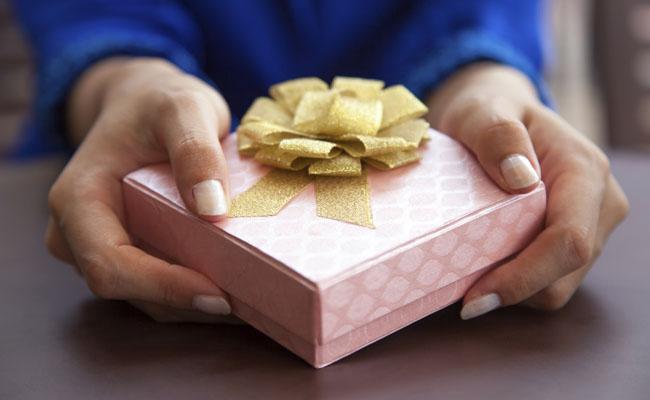 Dois em cada 10 consumidores gastam mais do que podem nas compras de Natal
