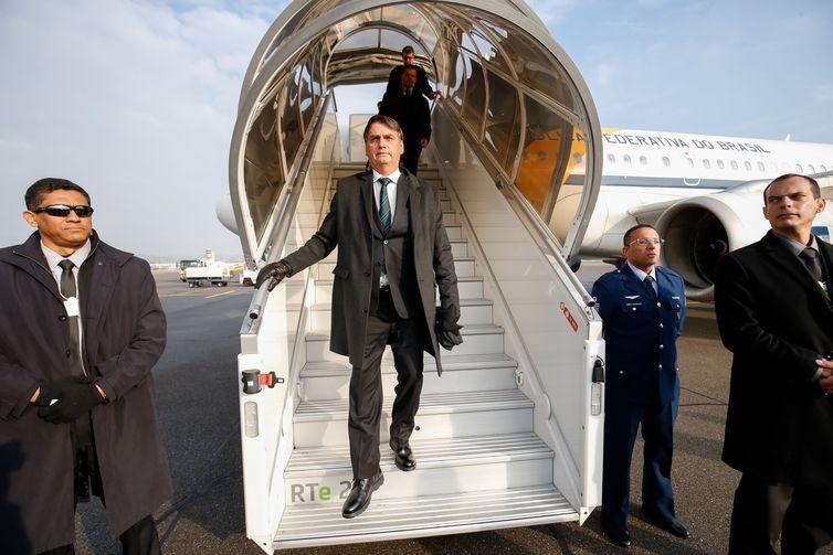 Presidente da República, Jair Bolsonaro, durante chegada à Suíça.