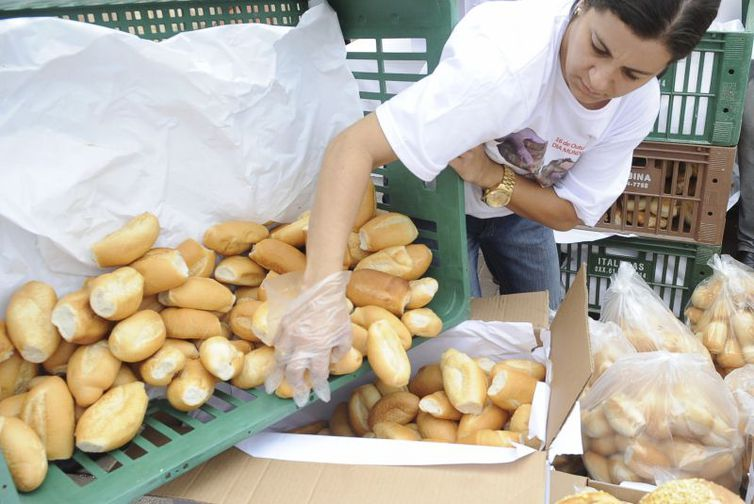 O pão francês foi um dos itens da cesta básica que mais subiram no ano passado - Arquivo/Agência Brasil