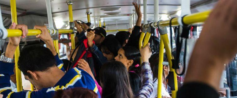 Mulheres são assediadas em ônibus, nas ruas e no ambiente de trabalho - Divulgação/Secretaria da Mulher/DF