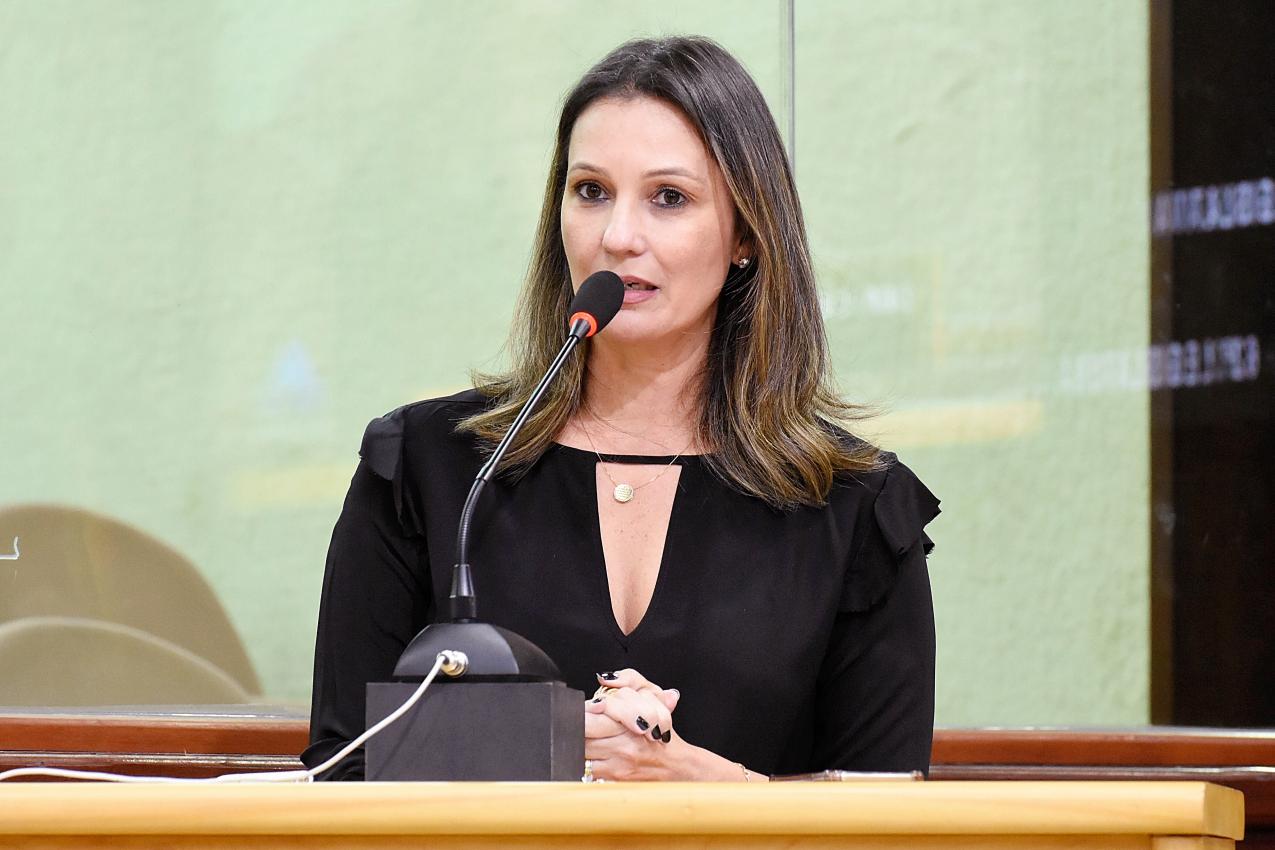deputada Cristiane Dantas