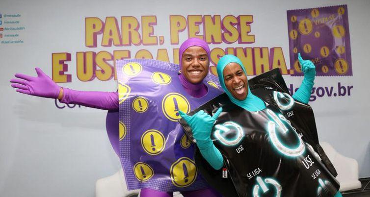 Pare, pense e use camisinha é o slogan da nova campanha de combate ao HIV do Ministério da Saúde-Rodrigo Nunes/Ministério da Saúde