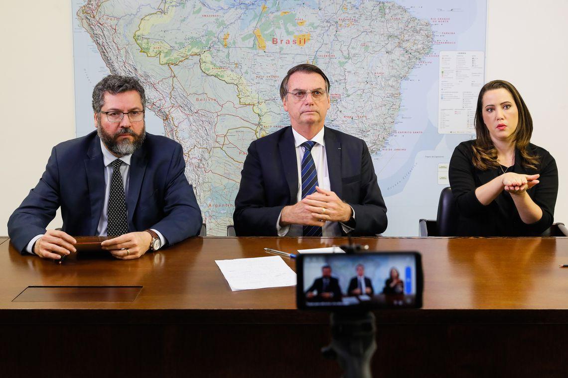 Política Bolsonaro coordena reunião ministerial no Palácio da Alvorada
