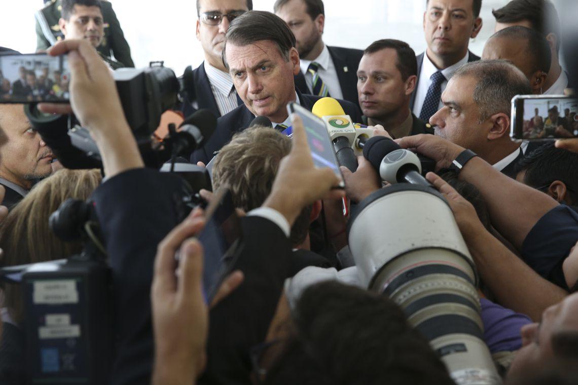 O presidente Jair Bolsonaro fala à imprensa após receber o presidente do Paraguai, Mario Abdo Benítez, no Palácio do Planalto, em Brasília.