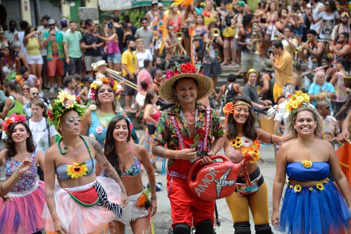Rio de Janeiro -  Blocos carnavalescos tocam na  Abertura do Carnaval Não Oficial neste domingo, no centro da cidade (Fernando Frazão/Agência Brasil)