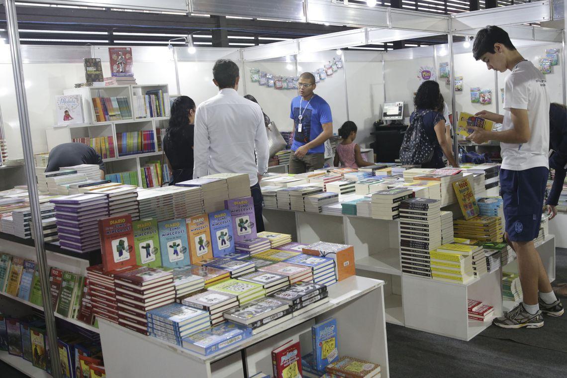 Narrativas não expressam diversidade brasileira, dizem escritoras