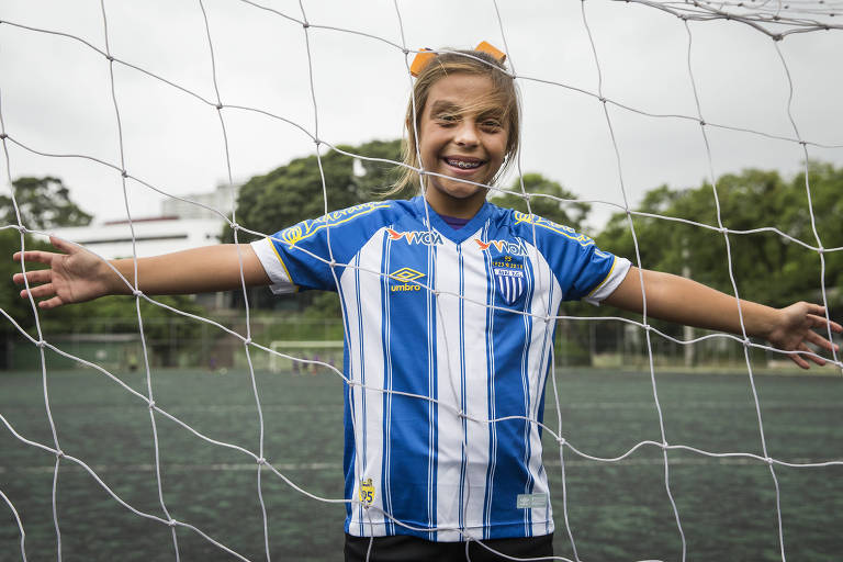Pioneira, menina de 9 anos se destaca com dribles e gols na base do Avaí