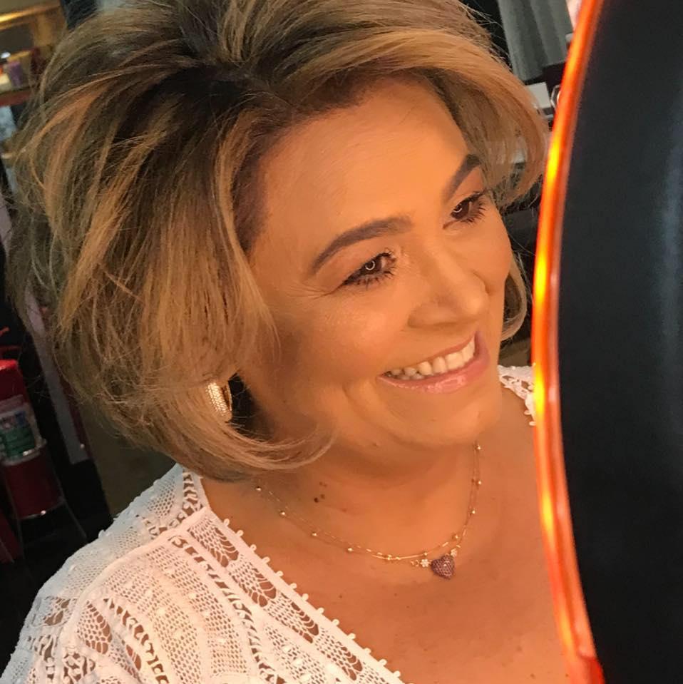 Toda feliz Fábia Soares que é a anfitriã da semana na sua Exposição de Páscoa que acontece no Shopping Liberdade. Ela arrasa!